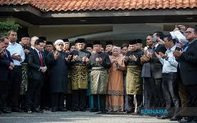 Perdana Menteri Malaysia Ke-8 , Tan Sri Muhyiddin Yassin sebelum berangkat ke Istana Negara
